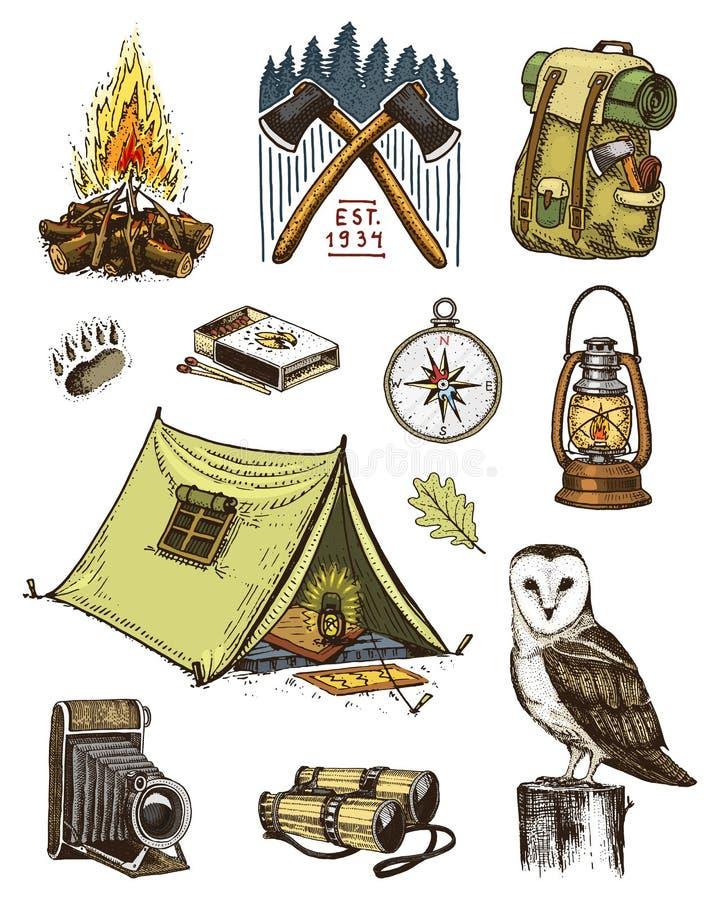 Располагаясь лагерем комплект оборудования, внешнее приключение, Путешествовать человек с багажом отключение туризма выгравирован иллюстрация штока