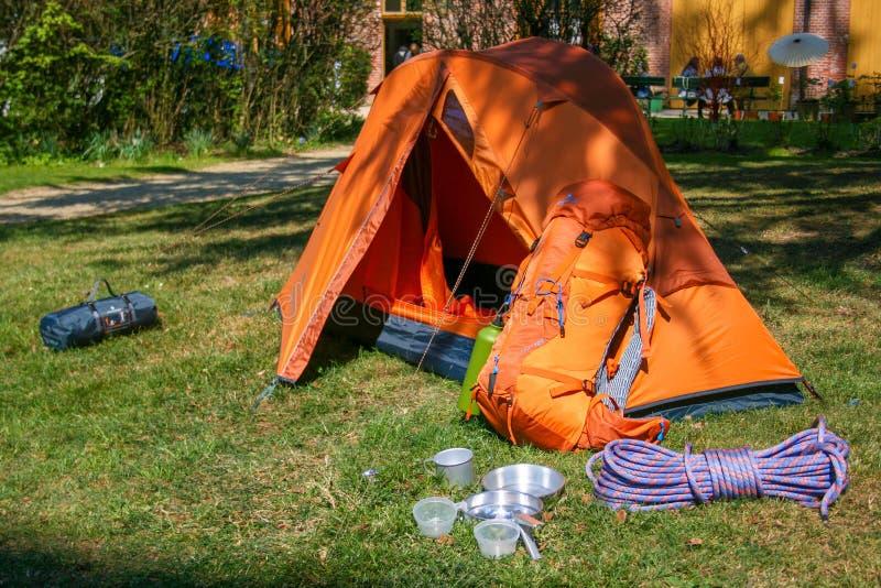 Располагаясь лагерем шатер с набором, веществом, оборудованием стоковые изображения rf