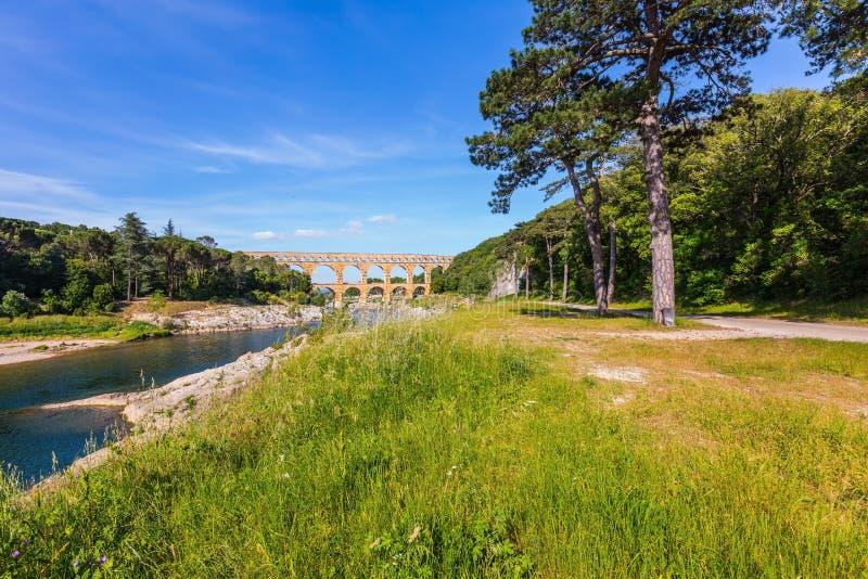 3-расположенный ярусами акведук Pont du Гар и природный парк стоковые фото