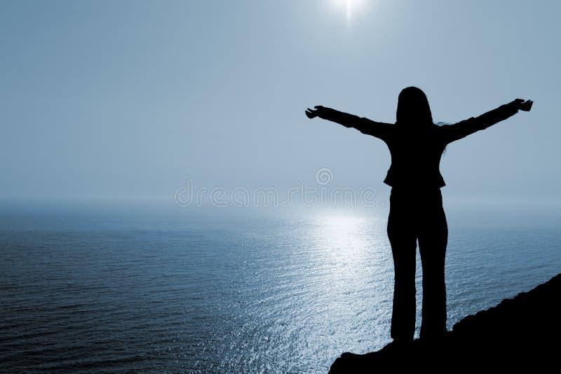 расположите поклонение женщины стоковое фото rf