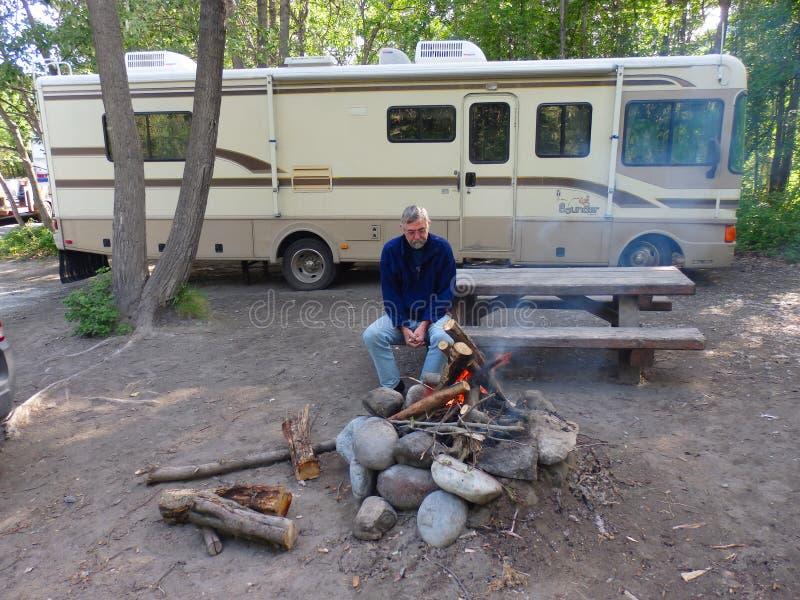 Располагаться лагерем на Реке Copper стоковое изображение rf