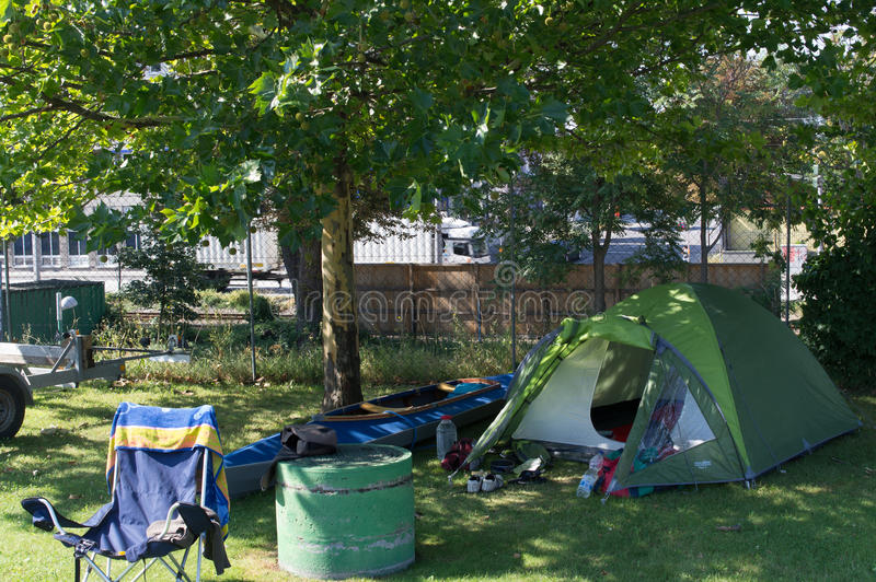 Располагаться лагерем с каное стоковые изображения