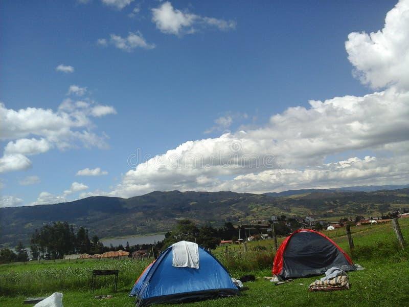 Располагаясь лагерем отдыхая лагерь спать перемещения стоковое изображение