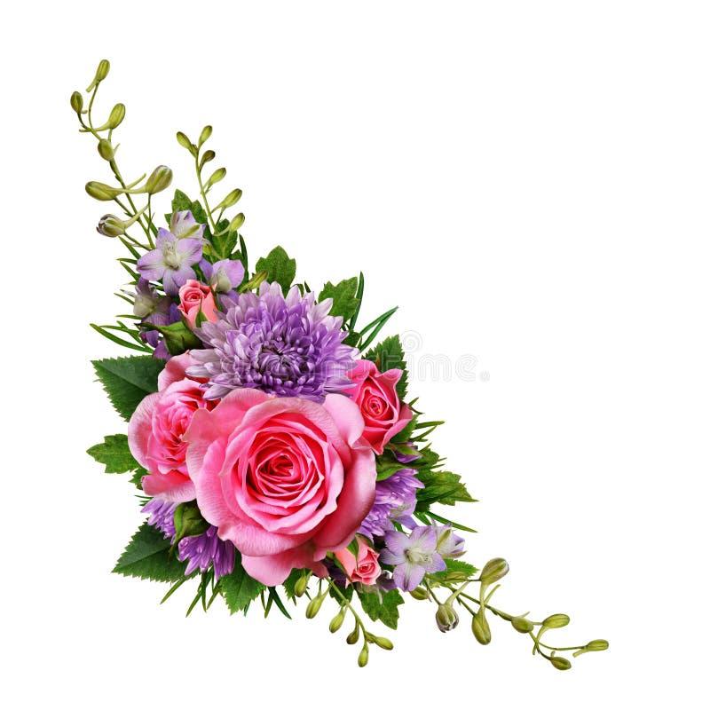 Расположение астры и розовых цветков угловое стоковые изображения