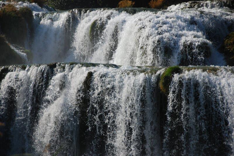 расположенный ярусами водопад стоковые изображения rf