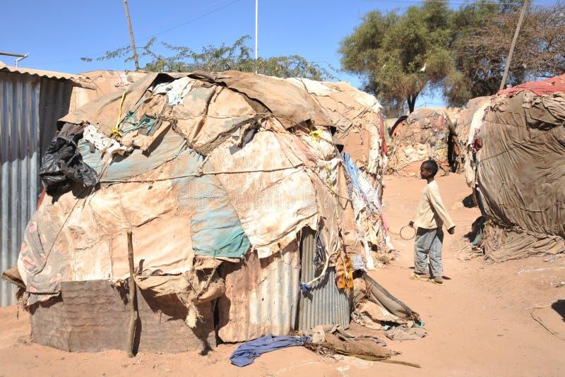 Расположитесь лагерем для африканских беженцев и перемещенных лиц на окраинах Харгейсы в Somaliland под эгидами ООН. стоковые фото