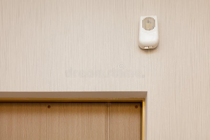 Распределительная коробка на дверном звоноке стоковые фотографии rf