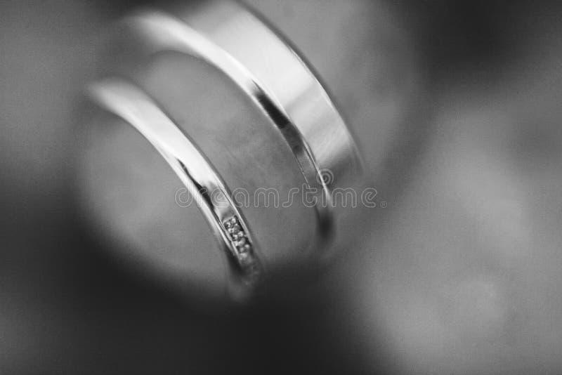 Распродажа обручальных колец голубая подвязка цветка деталей шнурует венчание стоковые изображения rf