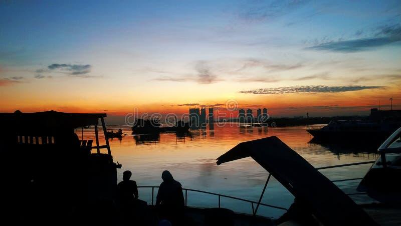 Рассветайте в гавани, Muara Angke, Джакарте, Индонезии стоковые изображения