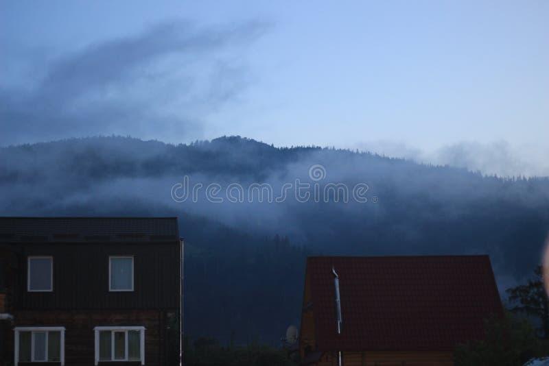 Рассвет в прикарпатских горах стоковое фото