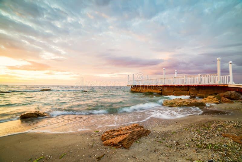 Рассвет морем стоковые изображения