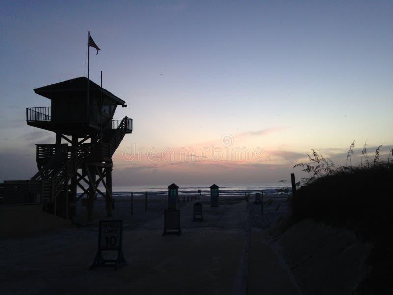 Рассвет над Атлантическим океаном - взгляд от Daytona Beach, Флориды стоковое фото rf