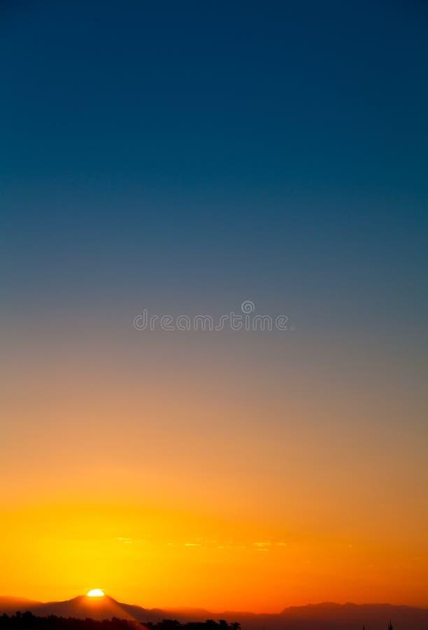 Рассвет над горой стоковое изображение