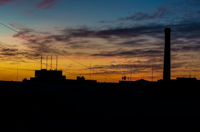 Рассвет над городом стоковое изображение rf