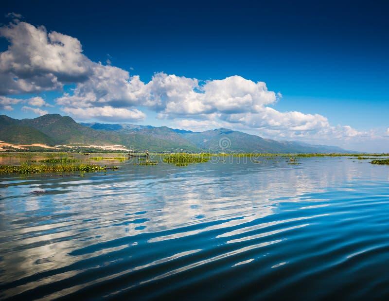 Download Рассвет на озере Inle стоковое фото. изображение насчитывающей бирма - 41661192