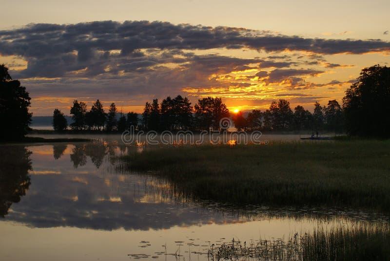 Рассвет над озером стоковая фотография rf