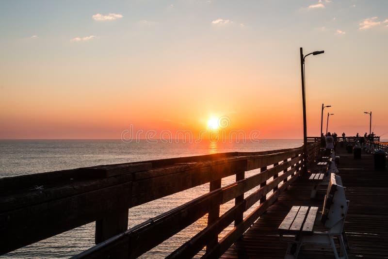 Рассвет на пристани рыбной ловли Virginia Beach стоковые фото