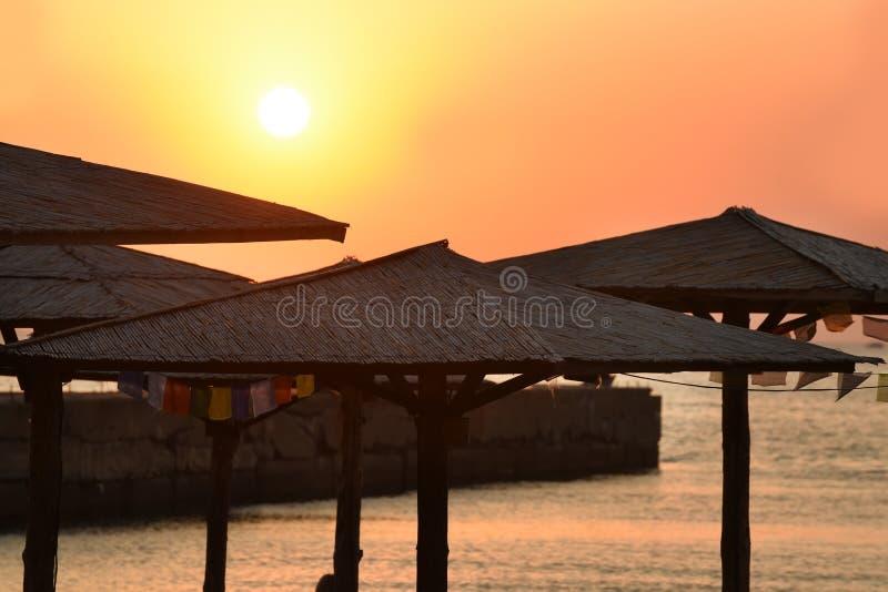 Рассвет на тропическом острове стоковая фотография rf