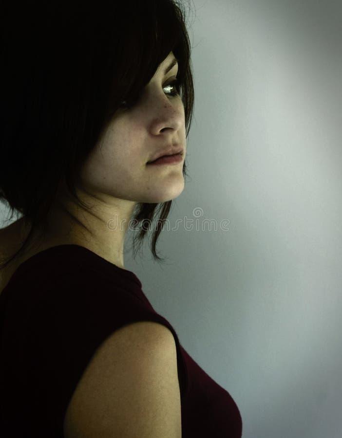рассматривать женщина плеча стоковая фотография rf