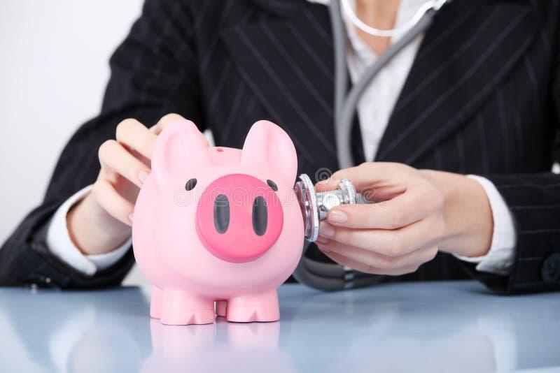рассматривать крупного плана банка piggy стоковые фотографии rf