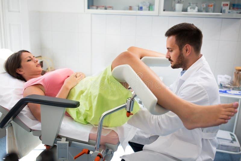 Рассмотрение клиники гинеколога стоковое фото rf