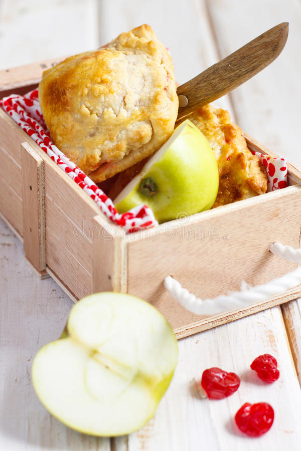 расстегаи вишни яблока стоковые изображения