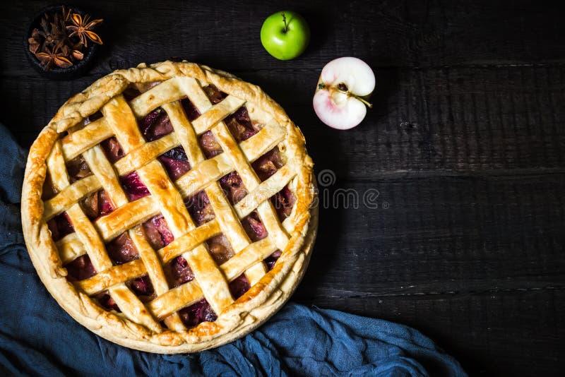 расстегай яблока домодельный стоковые фото