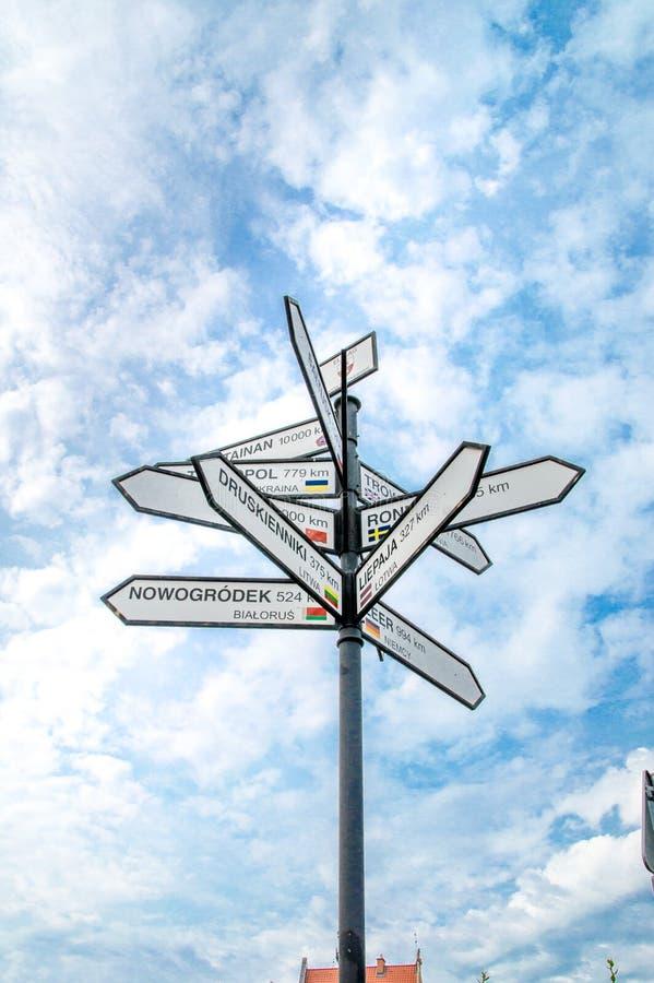 Расстояния в километрах в городе Elblag в Польше показывая расстояниям к другим город стоковое изображение