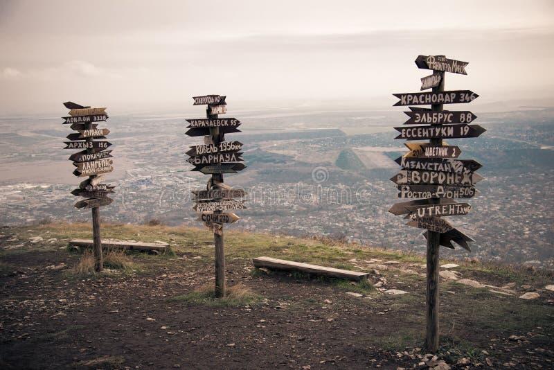 Расстояния указателей на верхней части Mashuk горы стоковая фотография rf