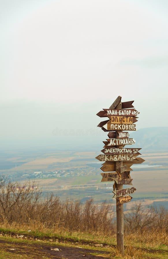 Расстояния указателей на верхней части Mashuk горы стоковое изображение