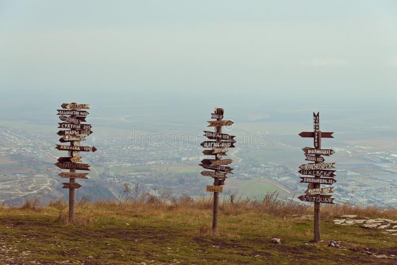 Расстояния указателей на верхней части Mashuk горы стоковые изображения rf