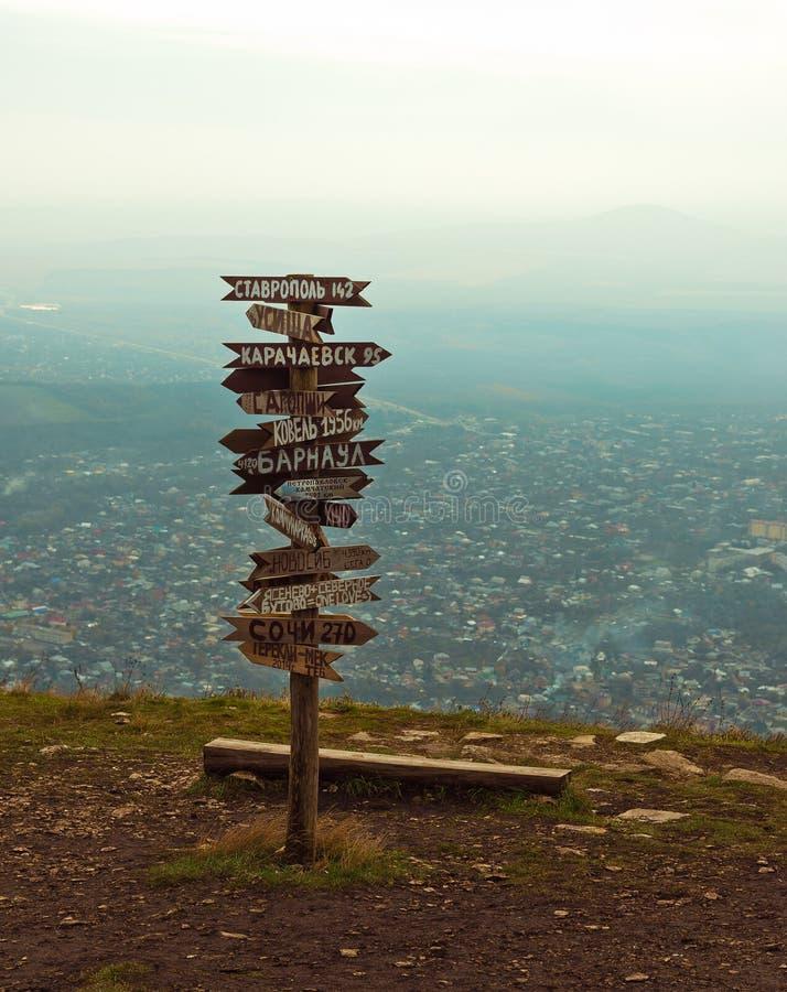 Расстояния указателей на верхней части Mashuk горы стоковые фотографии rf