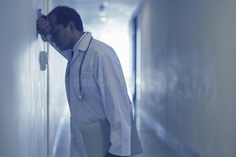 Расстроенный доктор стоковые фото