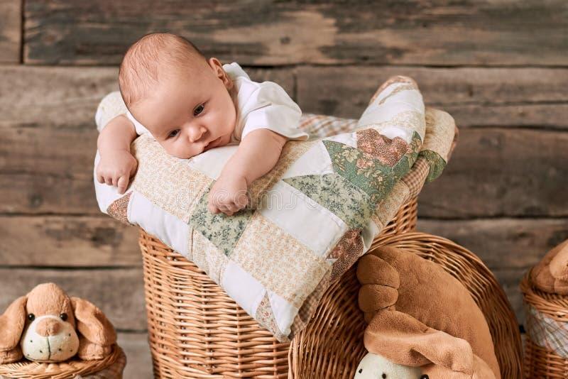Расстроенный кавказский младенец стоковые изображения