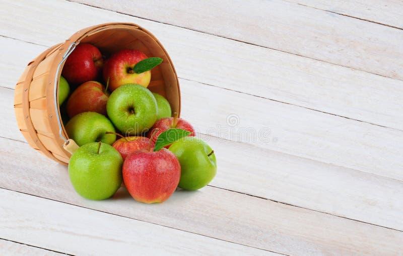 Расслоина корзины Яблока стоковая фотография