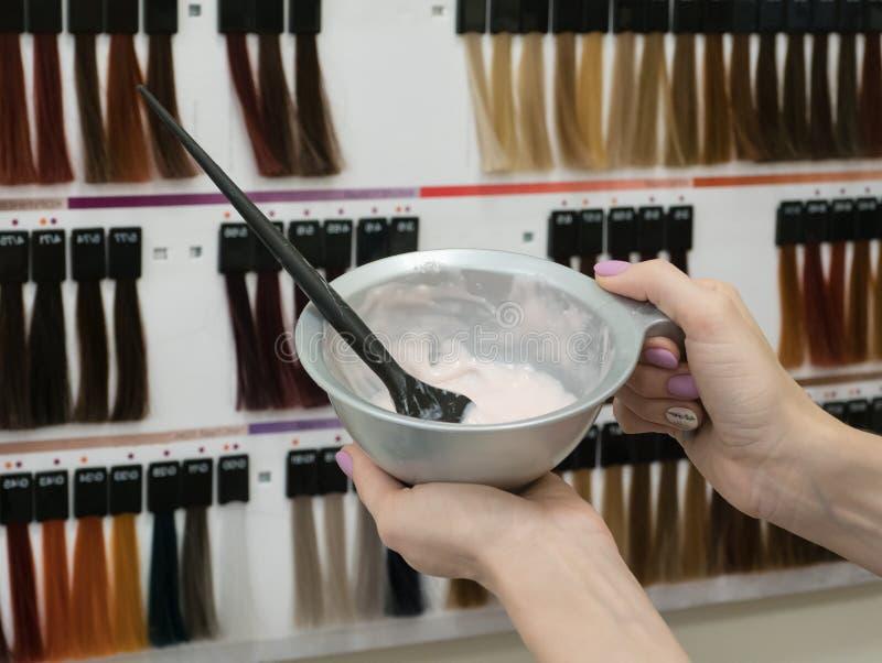 Расцветка волос Шар для смешивать состав стоковое изображение