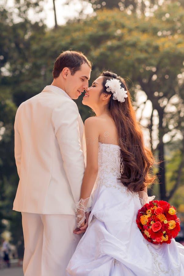 расцелуйте венчание стоковое изображение rf