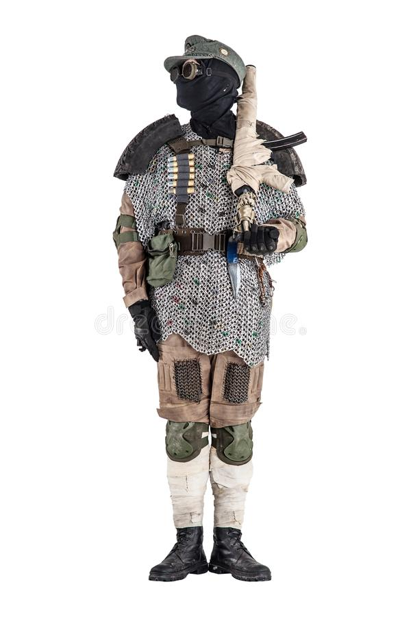 Ратник столба апоралипсический с handmade огнестрельным оружием стоковое фото rf