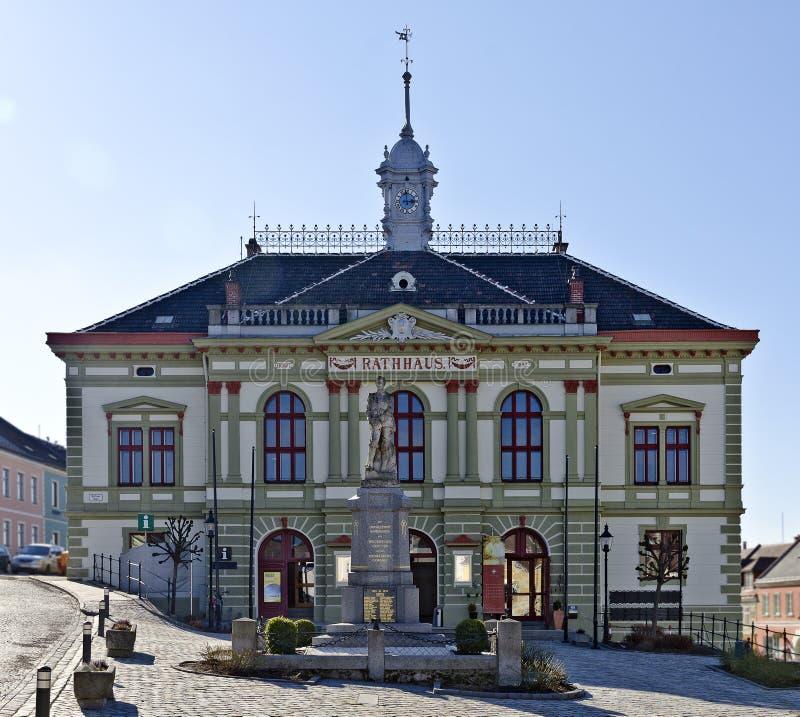 Ратуша маленького городка Weitra стоковая фотография rf