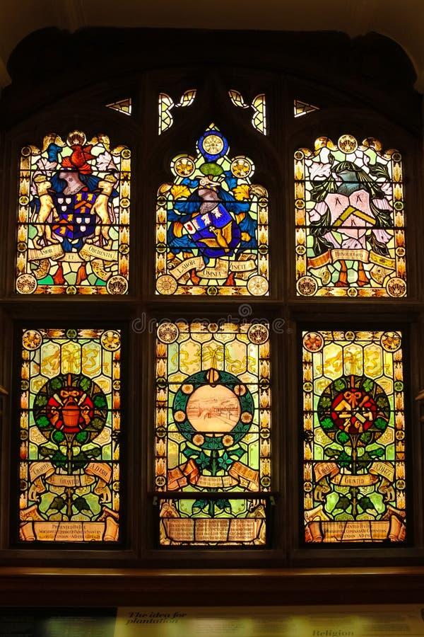 ратуша окна запятнанные стеклом Derry Лондондерри Северная Ирландия соединенное королевство стоковое изображение