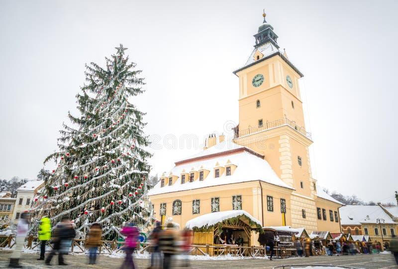 Ратуша Brasov на Рождество зимы стоковые изображения