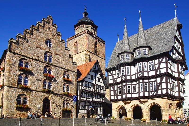 Ратуша, Weinhaus, самое старое тимберс-обрамленное здание и Walpurgiskirche Alsfeld. стоковая фотография rf