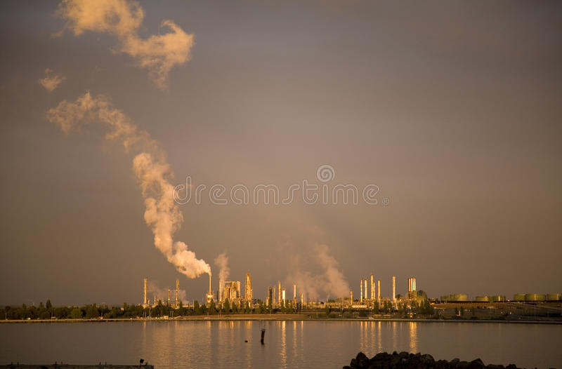Рафинадный завод Anacortes Вашингтона стоковые фото