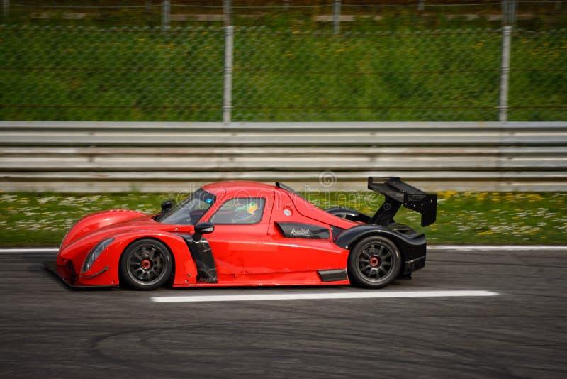 Радикальное испытание автомобиля RXC V8 на Монце стоковая фотография