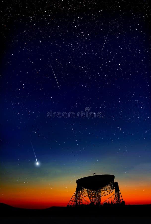 Радиотелескоп ночного неба иллюстрация штока