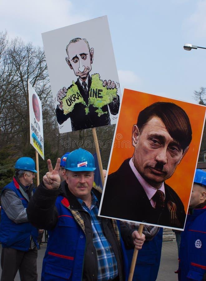 Ралли протестующих около русского посольства стоковые изображения rf
