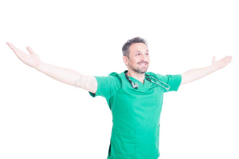 Радостное сотрудник военно-медицинской службы чувствуя выполненный и успешный стоковое изображение rf