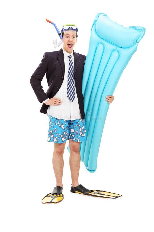 Радостный бизнесмен с снаряжением для подводного плавания стоковые изображения rf