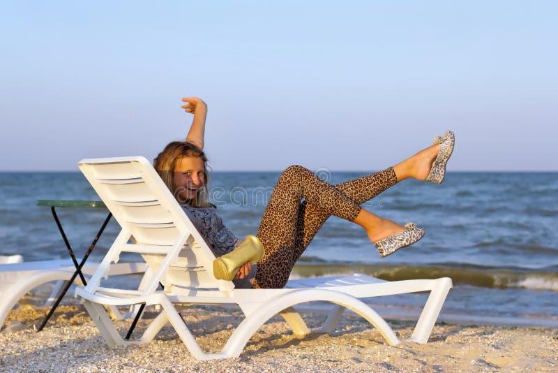 Радостный девочка-подросток стоковые изображения