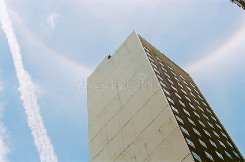 Радуга венчика вверх в небе стоковое фото rf